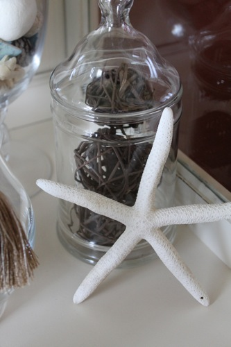 Ideas To Fill Your Apothecary Jars Decorchick
