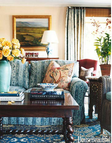Oversized Vase on Coffee Table | www.decorchick.com