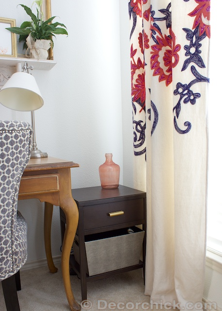 side table in bedroom office | www.decorchick.com
