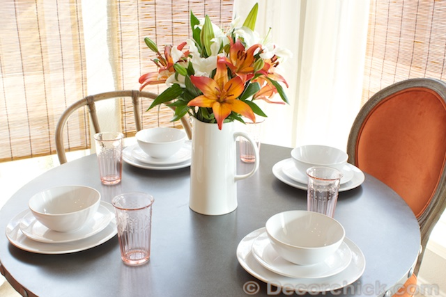 White Dish Table Setting | www.decorchick.com