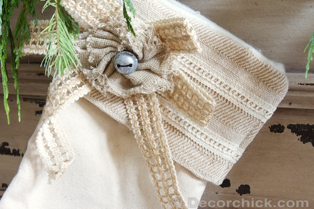 Burlap Bow on Stocking | www.decorchick.com