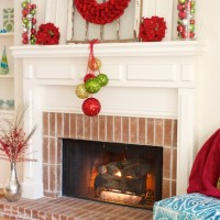 Christmas Fireplace and Mantel Makeover | www.decorchick.com