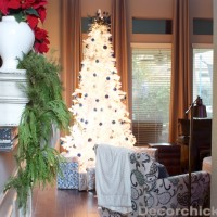 White Flocked Christmas Tree | www.decorchick.com