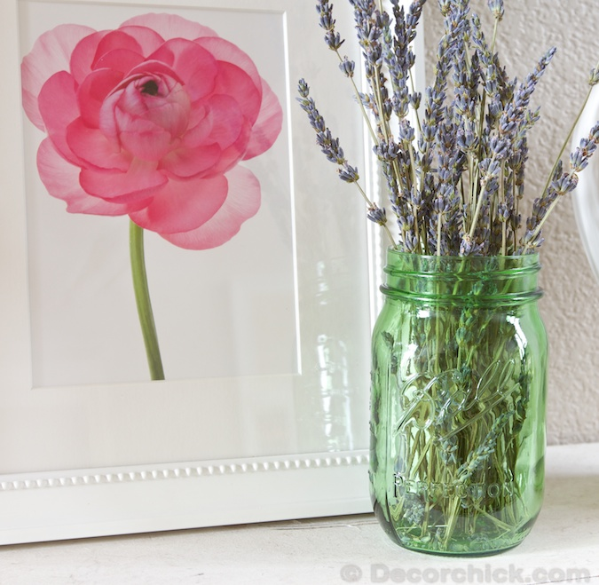 Green Mason Jar with Fresh Lavender | www.decorchick.com