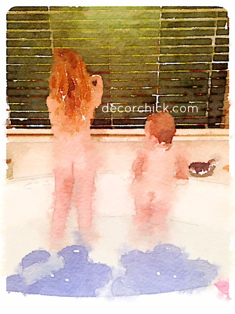 Girls Painting using Waterlogue | www.decorchick.com