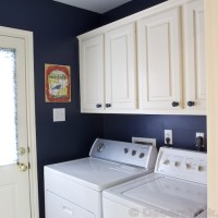 Laundry Room Makeover with Navy Paint | www.decorchick.com