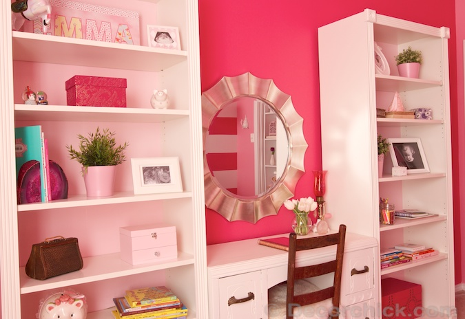 Built-in Desk and Bookshelf Area | www.decorchick.com