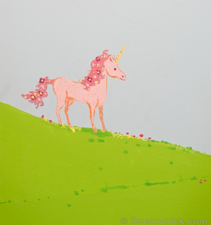 Pink Unicorn Painted on Mural | www.decorchick.com