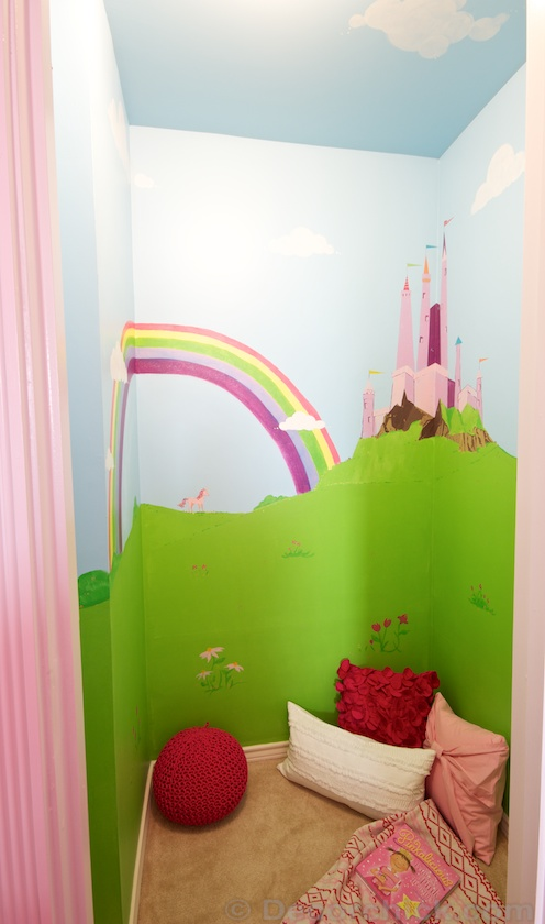 Mural in Magical Secret Room | www.decorchick.com