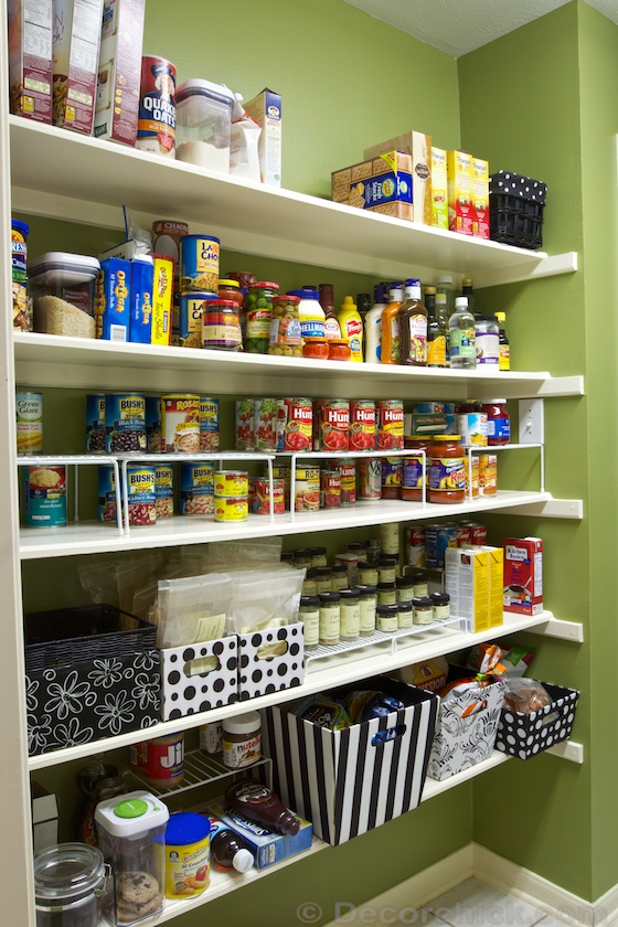 Organized Pantry | www.decorchick.com
