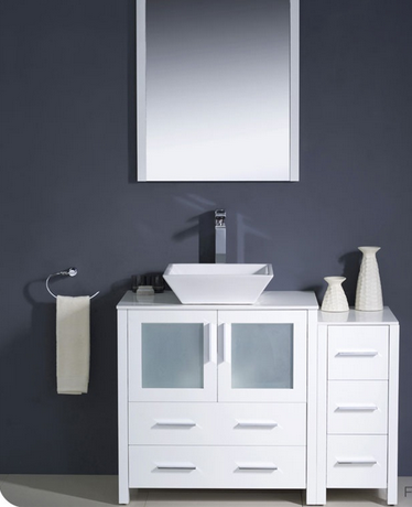 White Contemporary Vanity | www.decorchick.com