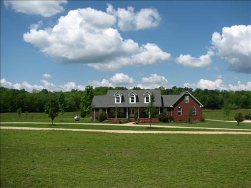 Beautiful Tennessee Home with Land | www.decorchick.com