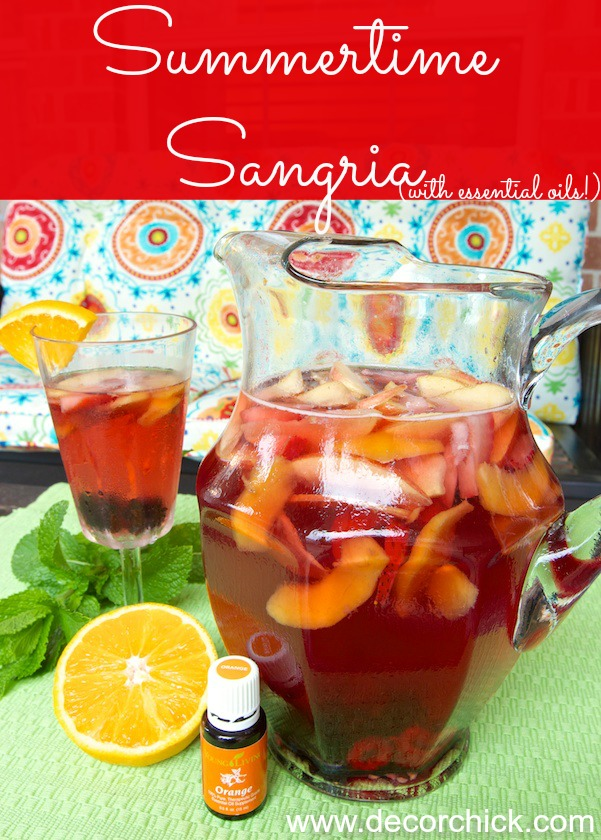 Delicious Summer Sangria Recipe (both alcoholic and non-alcoholic versions) | www.decorchick.com