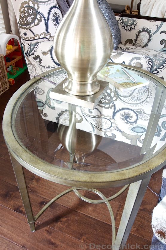 Round End Table with Gold Lamp | www.decorchick.com