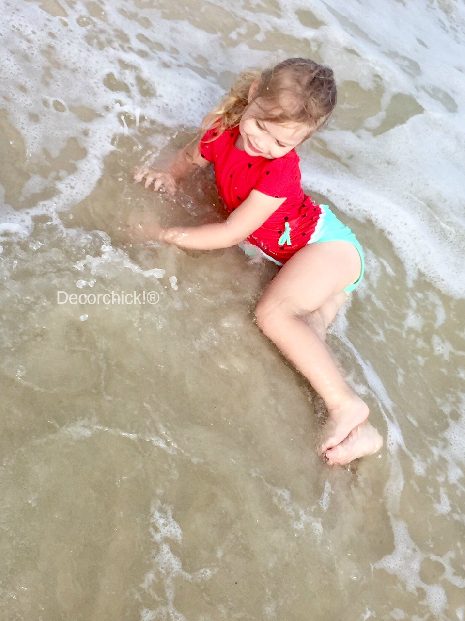 Ellie Beach Pose | Decorchick!®